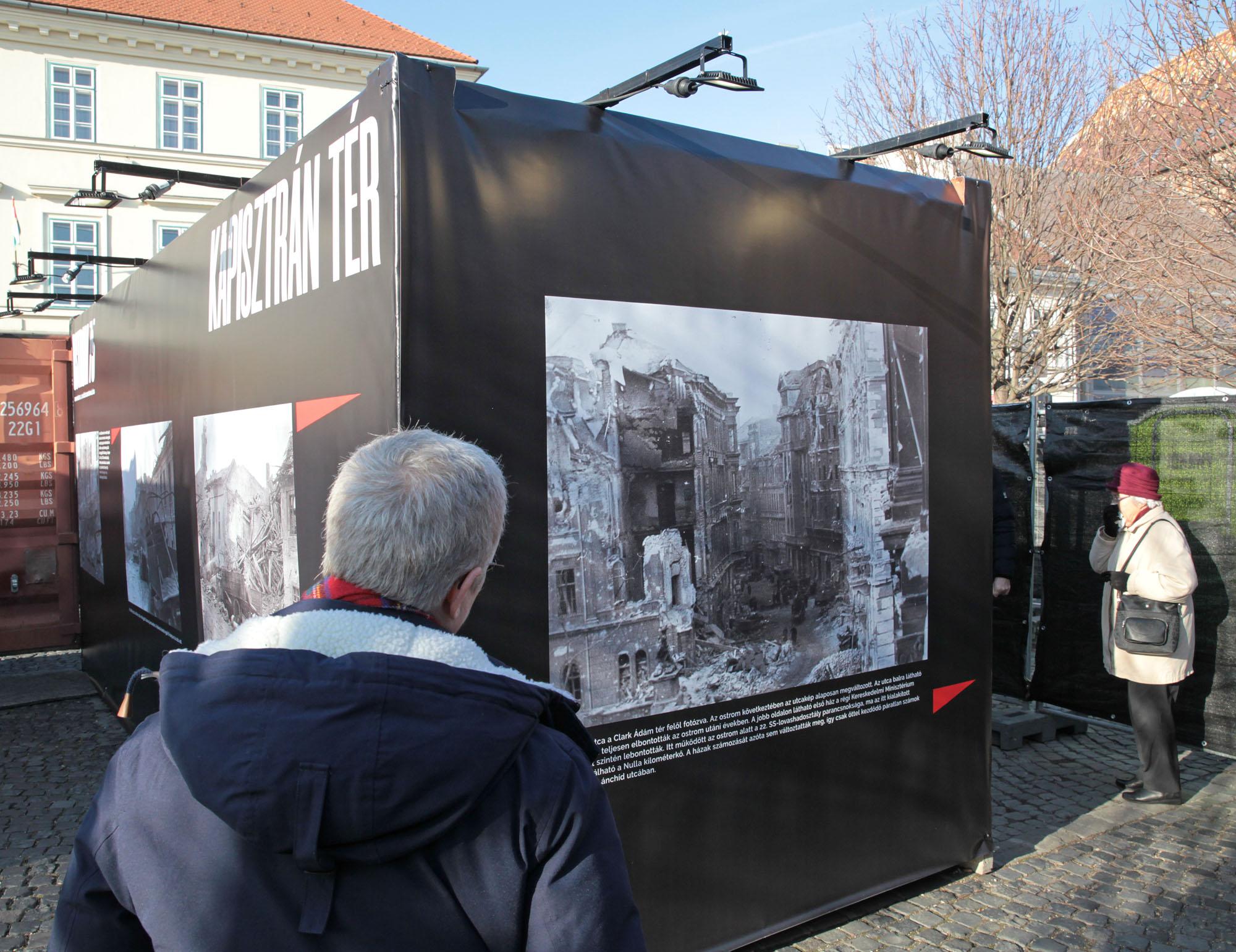 Utcai kiállításon Budapest ostroma